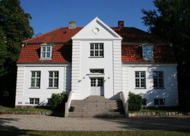 Imponerende blandet bolig/erhvervs ejendom